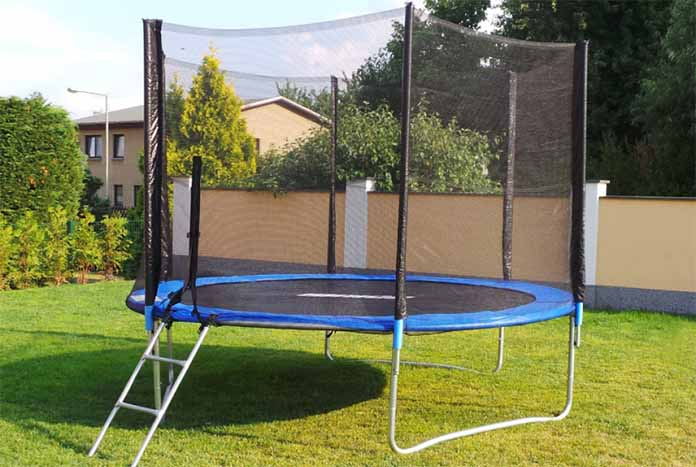 nos conseils pour choisir le meilleur trampoline 305 cm. Black Bedroom Furniture Sets. Home Design Ideas