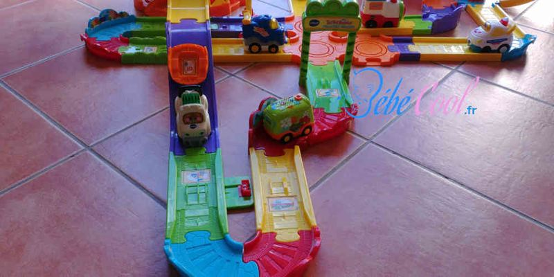 parking toboggan tut tut bolide